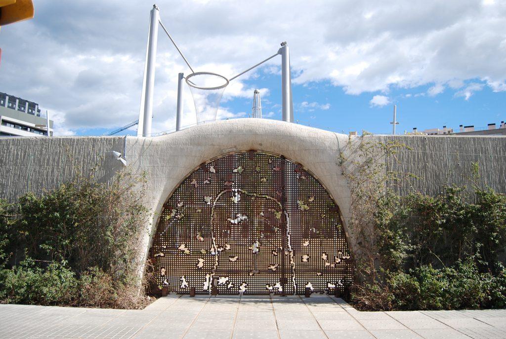 entrada al parque del boblenou del 22@ de barcelona