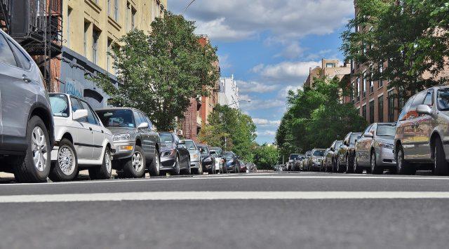 coches aparcados en una calle de Barcelona