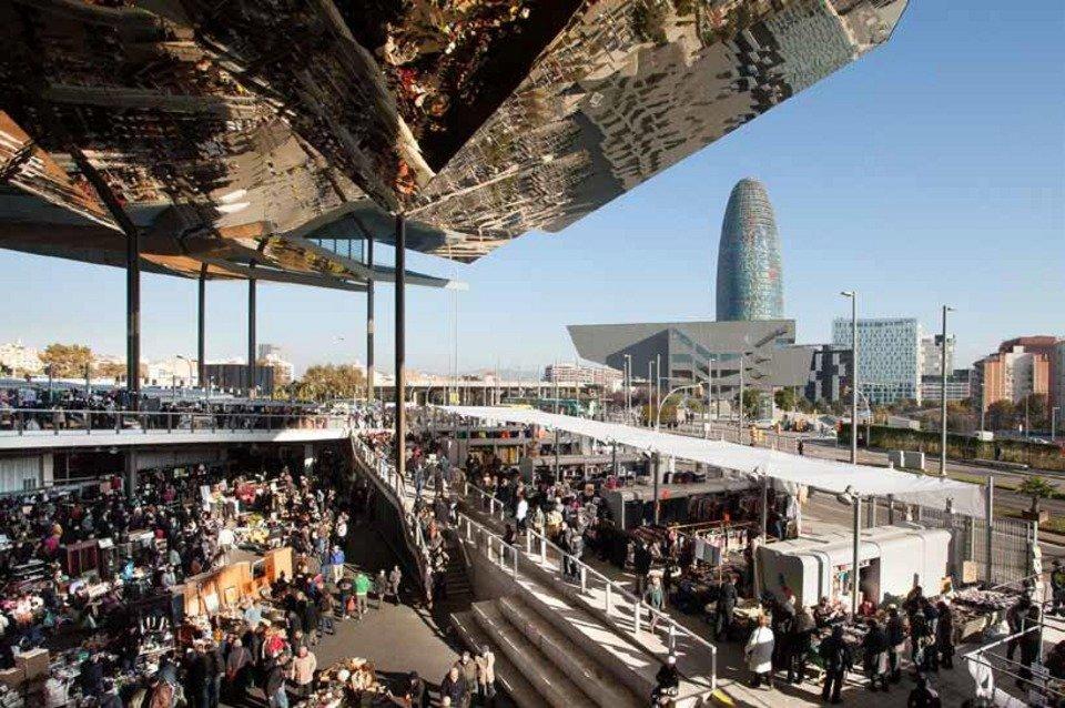 El distrito 22 y la plaza de les gl ries for El mercat de les glories