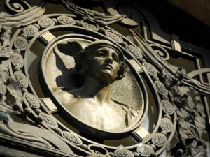 Cazadores-de-Hermes-Edifici-Sfera-de-Pl-Catalunya