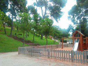 Parque infantil situado en el Parc del Turó de la Peira