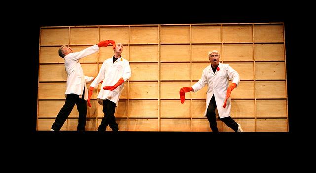 Tricicle, el trío cómico catalán en una escena