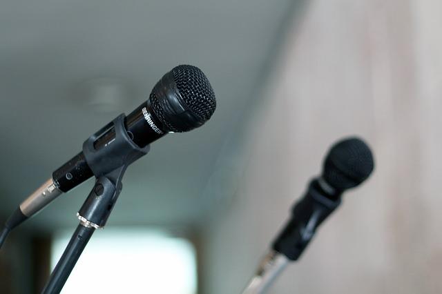 Micrófono, actuación