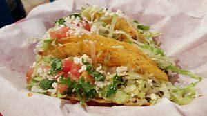 Comida mexicana, tacos.
