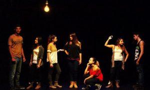 actores ensayando en la escuela de teatro