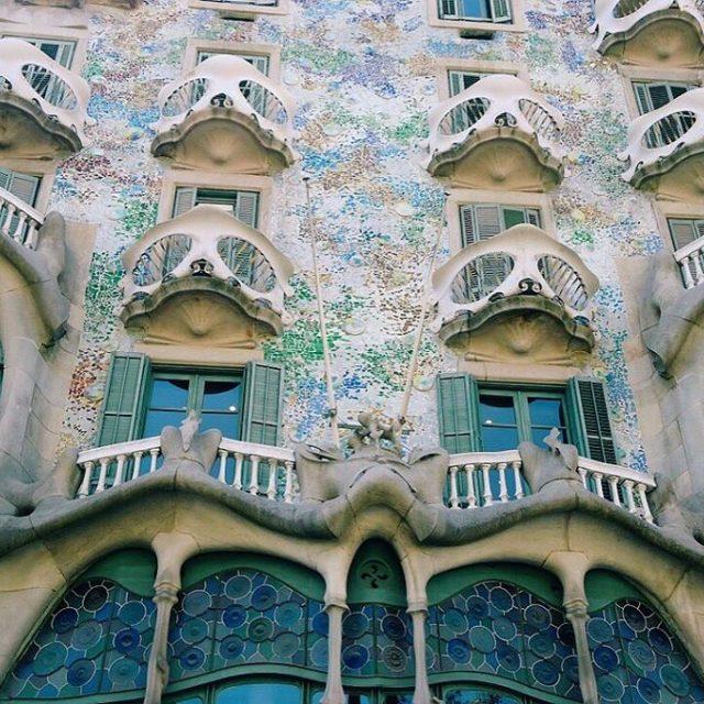 Una fachada fantstica llena de magia casadebatllo Gaud Gaudihouse bcnhellip