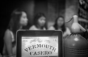 Tomar el vermouth en Sant Antoni