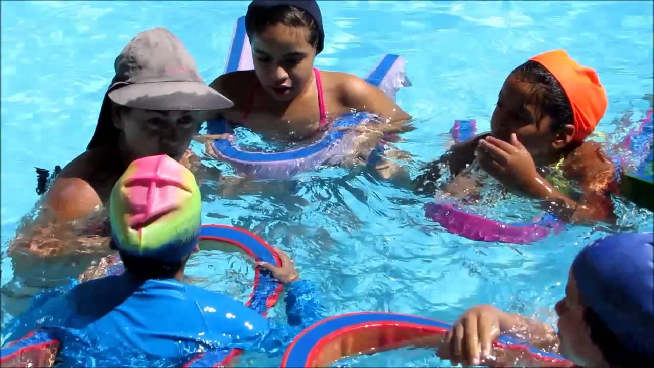 Escuelas de nataci n en barcelona for Piscina de natacion