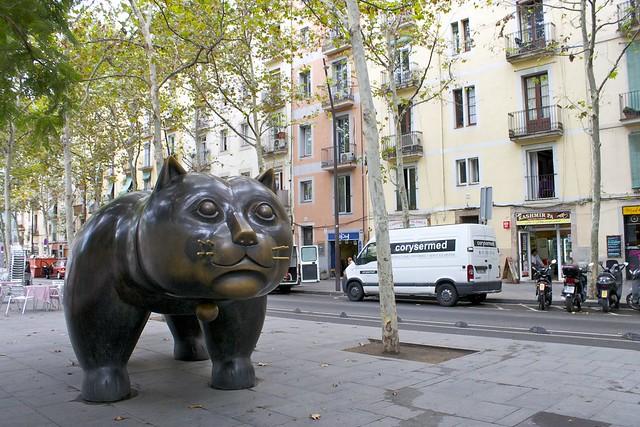 que ver en el raval, escultura gato del raval, rambla del rabal