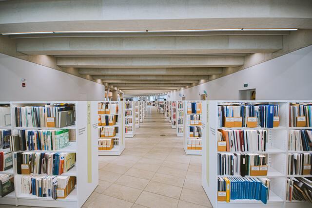 biblioteca vila de gràcia