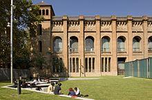 imagen del campus y fachada de la universitat Pompeu Fabra