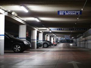 Imagen de parking en un sótano