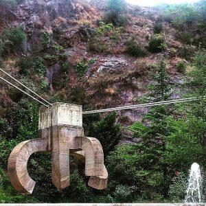 imagen de una escultura en el coll de la creueta en el barrio de Gracia