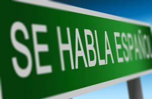 cartel verde de se habla español