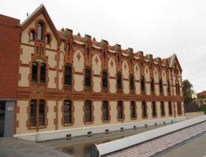 edificio de museo de ciencia cosmocaixa en Barcelona