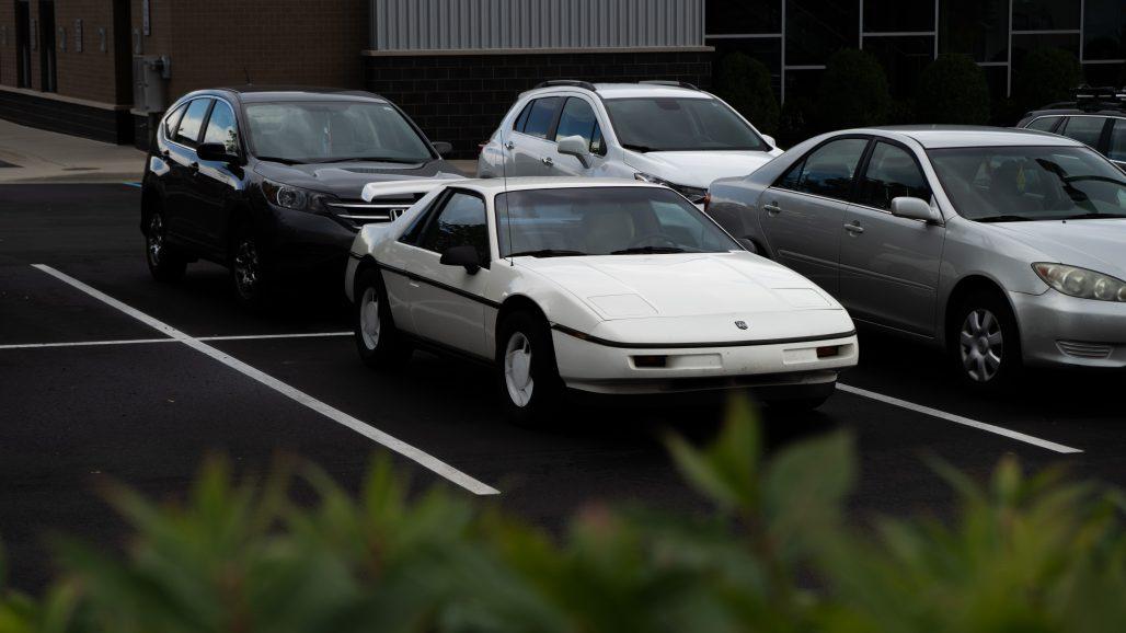 Parking con varios coches