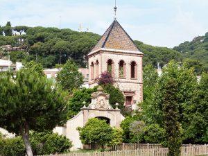 imagen de pueblo del maresme con una iglesia