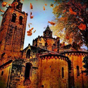 Foto decolorada de una iglesia antigua