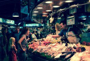parada de pescado en al boqueria