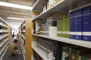 Imagen de la biblioteca de la universidad Pompeu Fabra