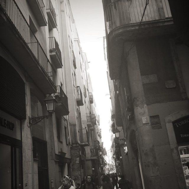 Nos perdemos por las calles encantadas del Gtico barcelona bcnhellip