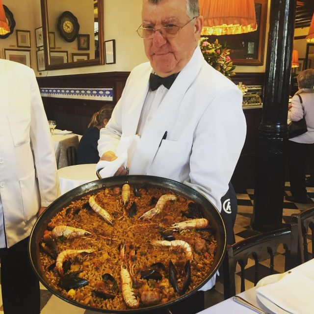 La mejor paella de Barcelona en el restaurante 7 porteshellip