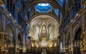 Vista desde dentro de la catedral de Montserrat