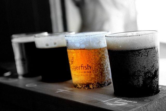 Imagen de unas jarras de cervezas