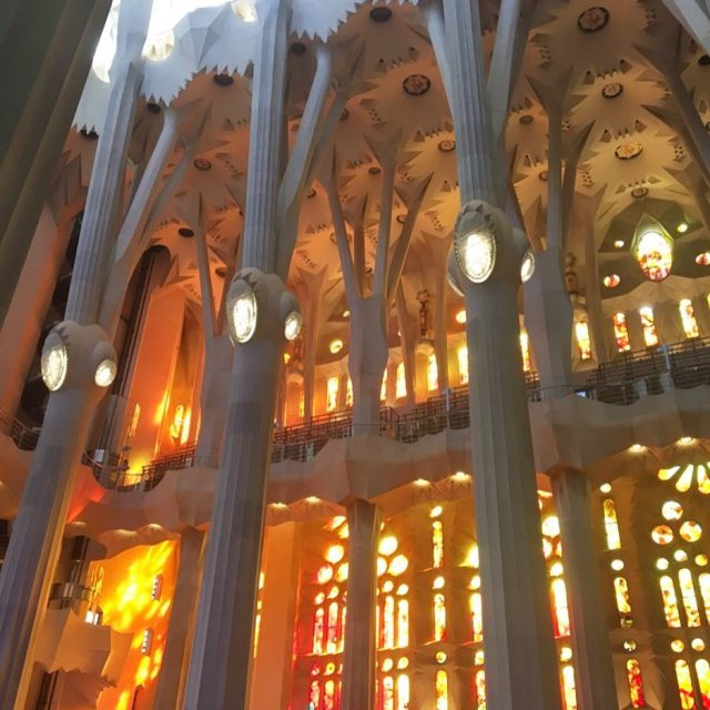 Hoy les presentamos una foto de la Sagrada Familia hellip