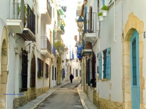 imagen de una calle estrecha