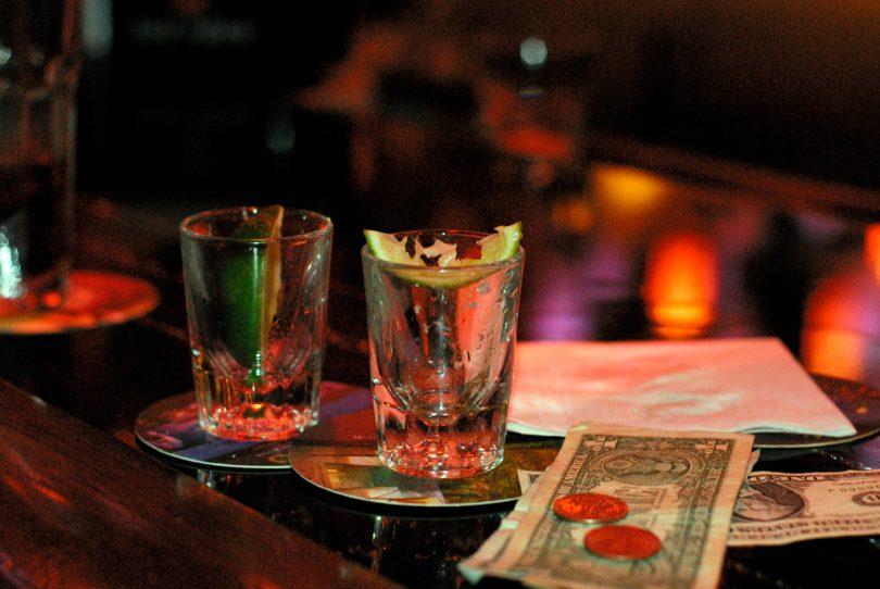 bares de copas barcelona, salir de fiesta barcelona