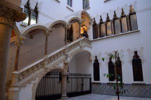 palau maca con las escaleras de fondo