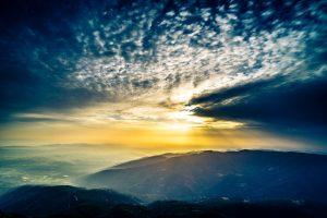 vista espectacular desde la cima de la montaña