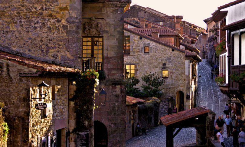 pueblos medievales Cataluña, Olite Pamplona Navarra, Trujillo Cáceres Extremadura, Peratallada Girona Cataluña, Santillana del Mar Cantabria, Úbeda y Baeza Jaén Andalucía