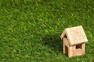 Imagen de una casa de madera de juguete