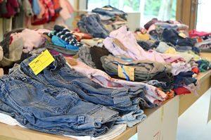 imagen de mercadillo de ropa