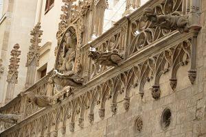 Imagen de la fachada de un convento