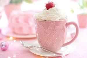 Imagen de un chocolate caliente con nata