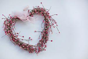 Imagen de un corazón fabricado con ramas
