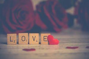 Imagen de unos cubos con la palabra LOVE
