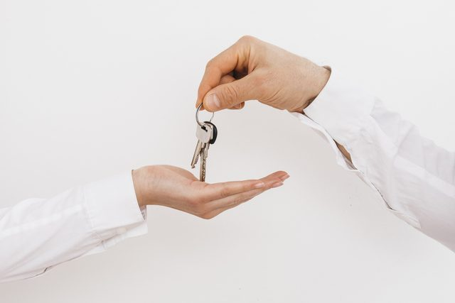 entrega llaves alquiler barcelona