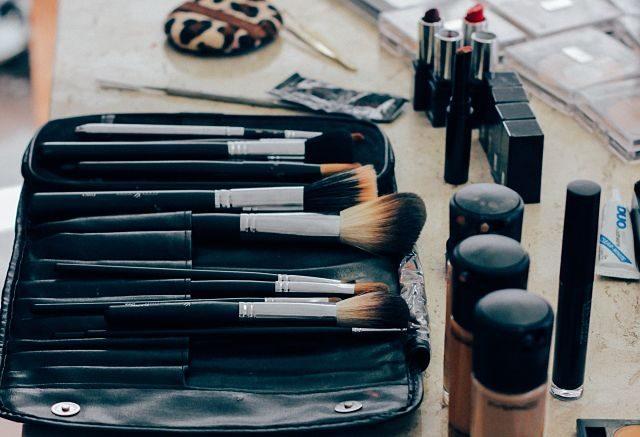 Imagen de utensilios de maquillaje