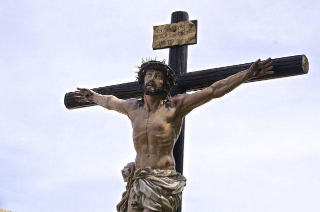 Imagen de una talla de Cristo en la cruz