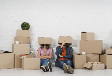 cuanto ahorrar para comprar un piso pareja cajas mudanza compra piso