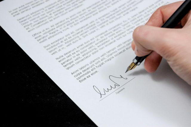 Assinar o contrato, conselhos para alugar um apartamento