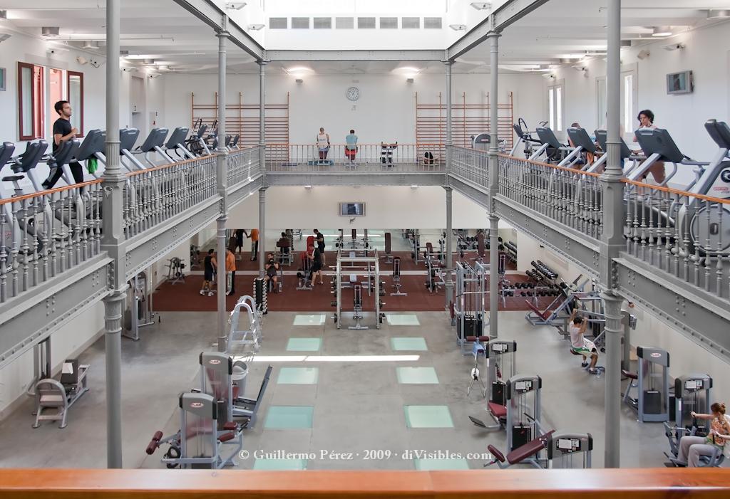 Instalaciones y gimnasios para hacer deporte en barcelona for Gimnasio dir