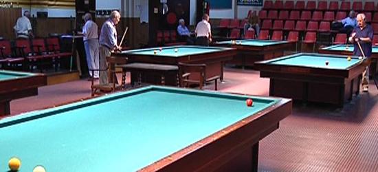 jugar pool y billar: