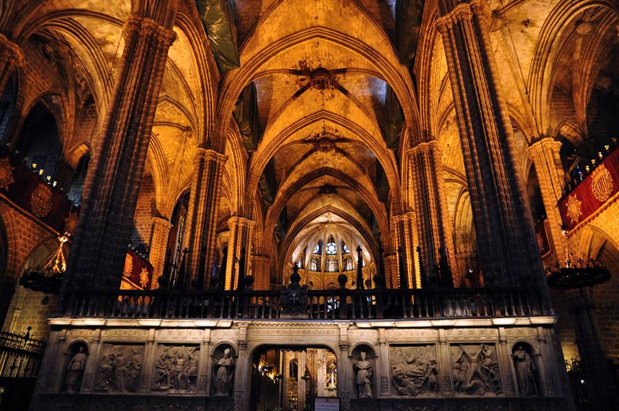 La catedral de barcelona diario de viaje barcelona for Interior de la catedral de barcelona